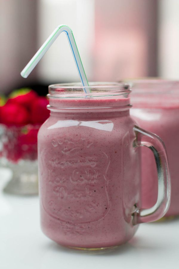 Smoothie ya strawberries na ndizi
